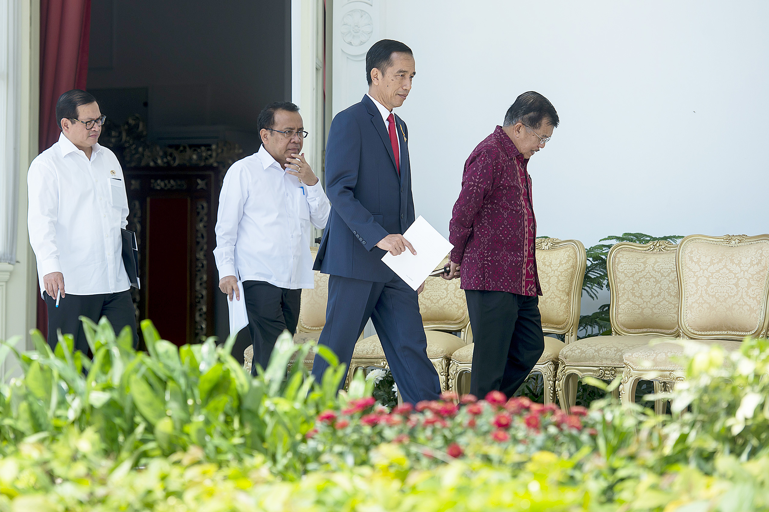 "Bold steps: President Joko ""Jokowi"" Widodo (second from right), Vice President Jusuf Kalla (right), State Secretary Pratikno (second from left) and Cabinet Secretary Pramono Anung (left) walk to the stage where the President will announce the new line-up for his Cabinet. (Antara/Widodo S. Jusuf)"