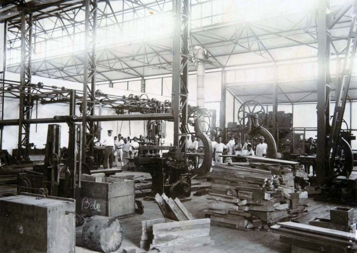 Workers and materials are seen inside an Artillerie Constructie Winkel building in Bandung in 1925. (Collection of Tropenmuseum /Museum of the Tropics, Amsterdam)
